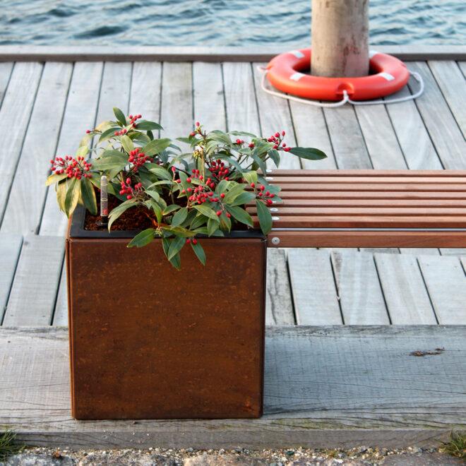 Land Modern bänk i hamnen från LandGarden.se